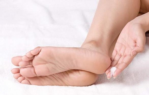 Kem dưỡng cải thiện nứt nẻ chân tay Urea Shiseido